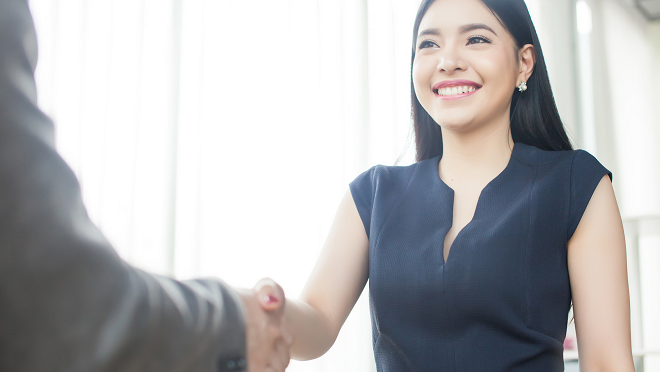 New employee shakes hands with their manager - Hays Viewpoint, career advice blog