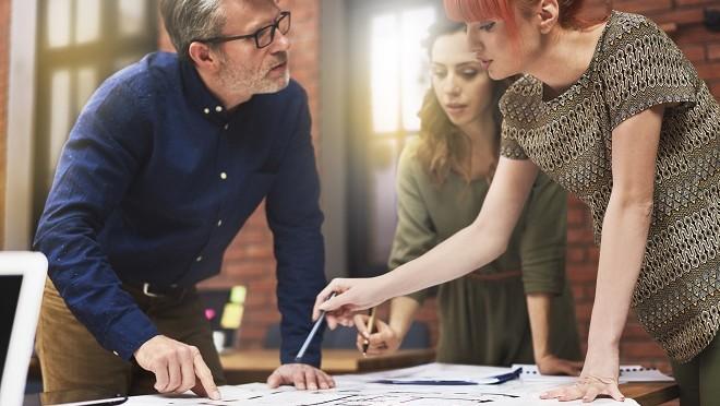 Leader managing their team- Hays careers advice
